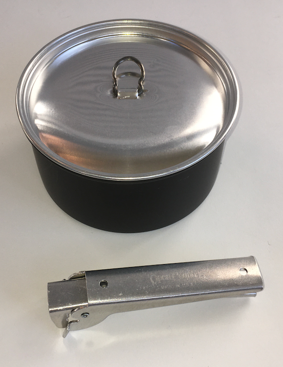 Pot with lid and pot lifter